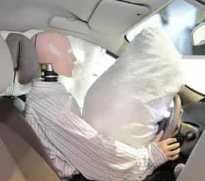 Airbag im Auto - hier im Test