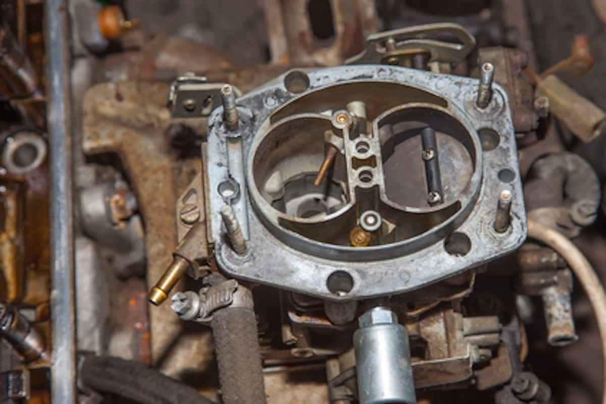 Die Kapazität für die Aufbewahrung des Benzins in der Garage