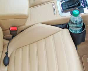Getränkehalter im Auto vorne