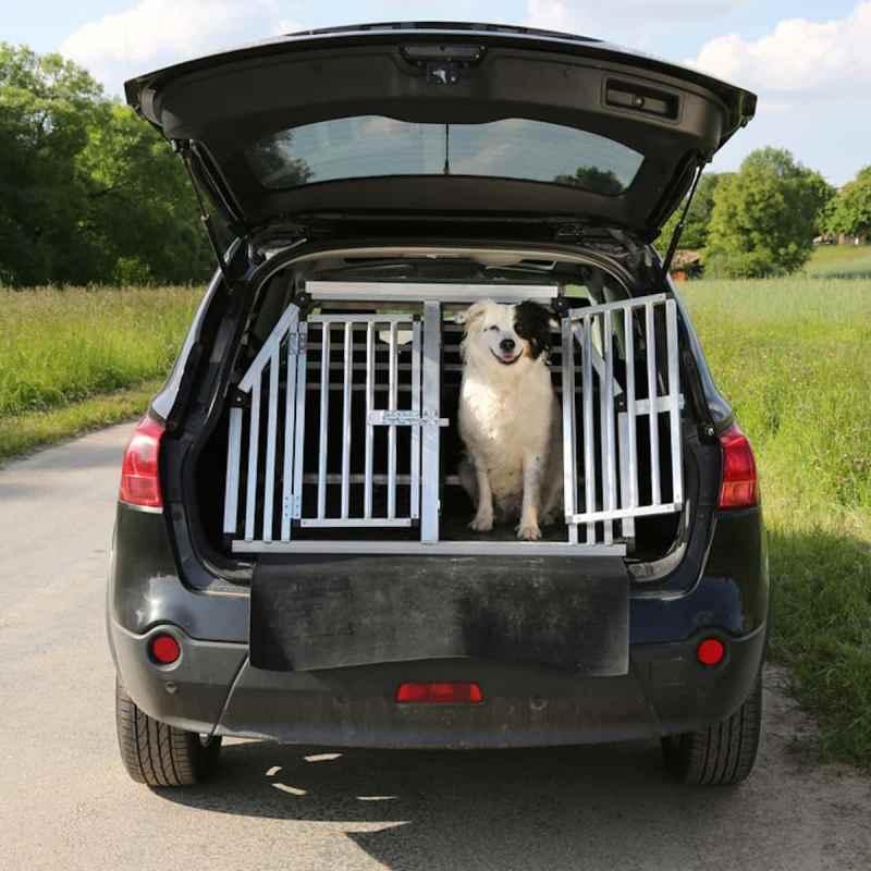hund im auto kombi bestens f r hundetransport geeignet. Black Bedroom Furniture Sets. Home Design Ideas
