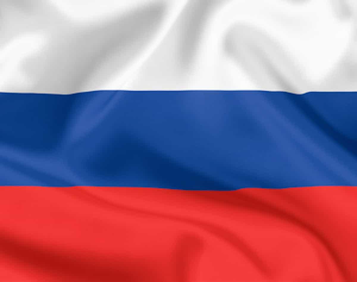 Открытки на фоне российского флага, днем государственного флага