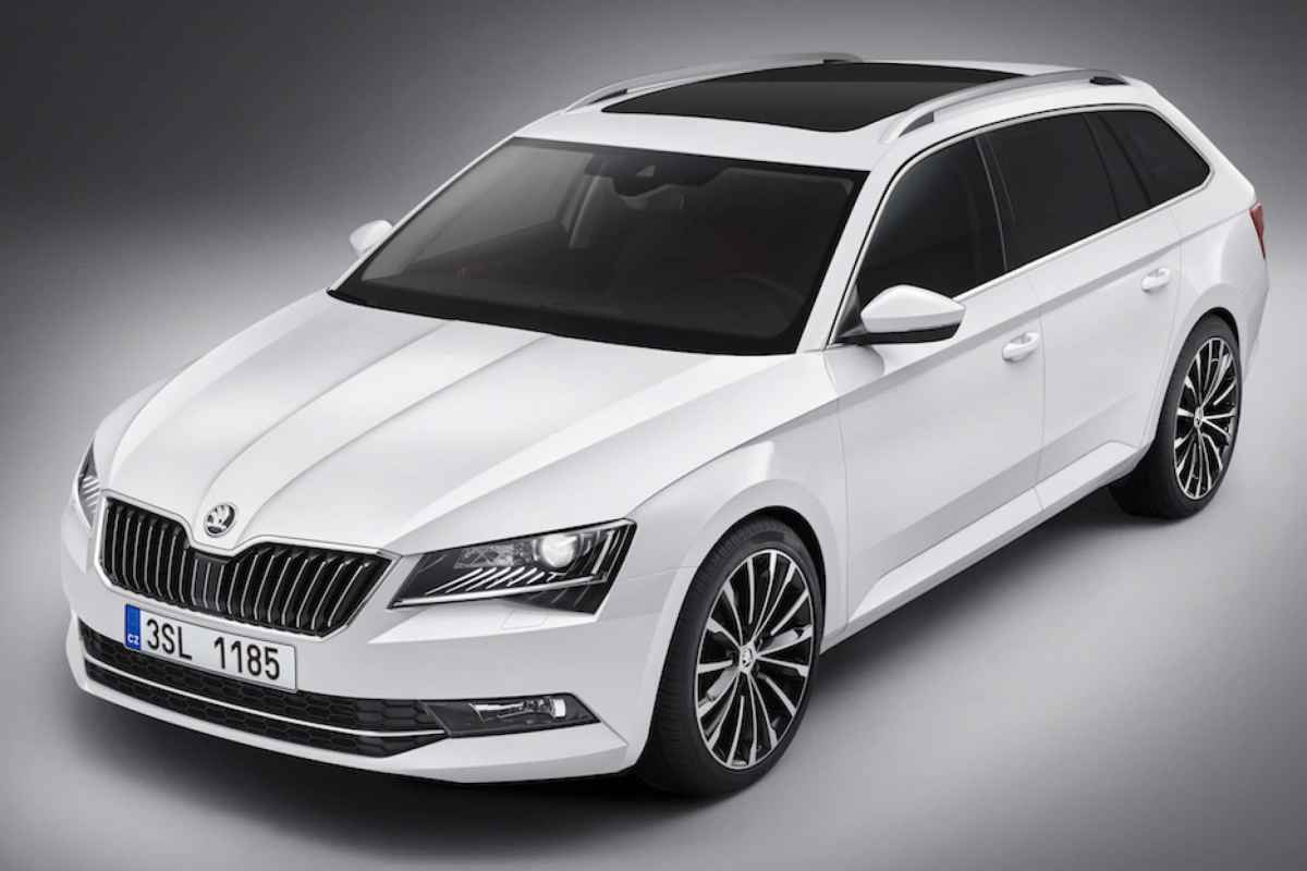 skoda superb combi als flaggschiff der skoda kombis. Black Bedroom Furniture Sets. Home Design Ideas
