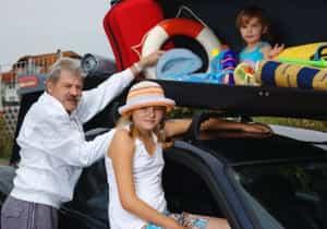 Urlaubszeit im Familienauto