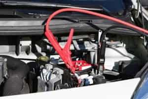 Autobatterien: Plus und Minus richtig anschließen