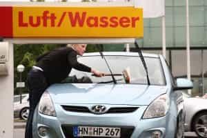Vor Autoreisen Reinigung Windschutzscheibe