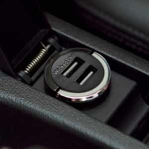 Handy aufladen im Auto