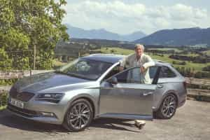 August Zirner am Skoda Superb Combi