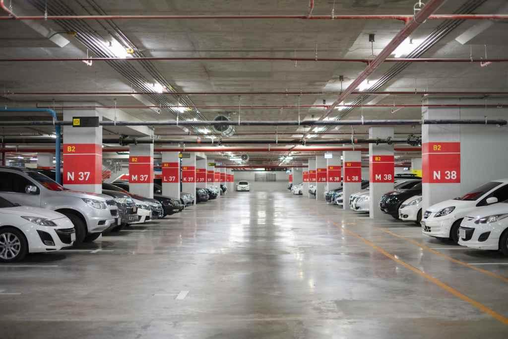 Bewachte Parkplätze oder Parkhäuser sind zwar meist etwas teurer, dafür aber auch überproportional sicherer.