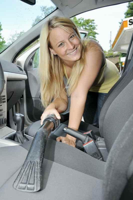 Autositze staubsaugen